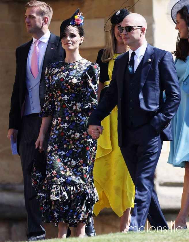 Charlotte Riley look en negro con tocado para la boda real de Harry Y Megan
